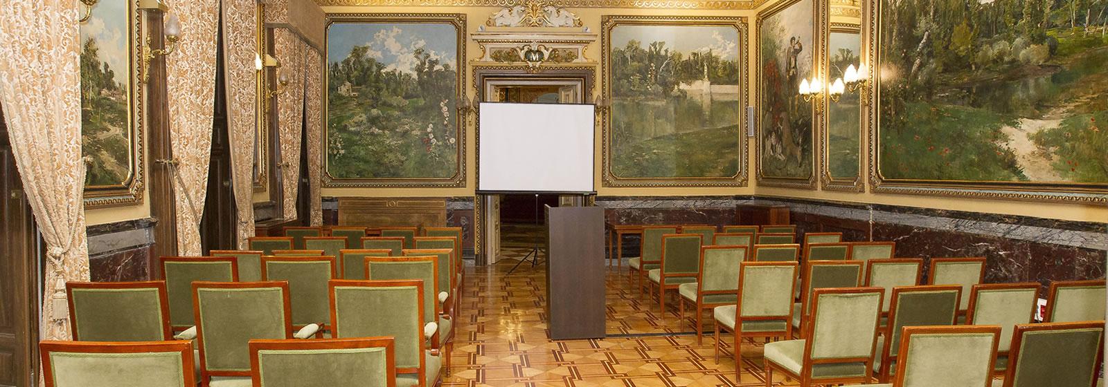 Vistas del interior del Palacio de Santoña, sala de exposiciones.
